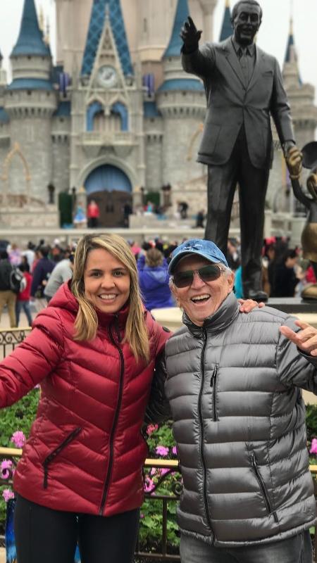 Carlos Alberto de Nóbrega curte férias na Disney ao lado da namorada, Renata Domingues - Reprodução/Instagram