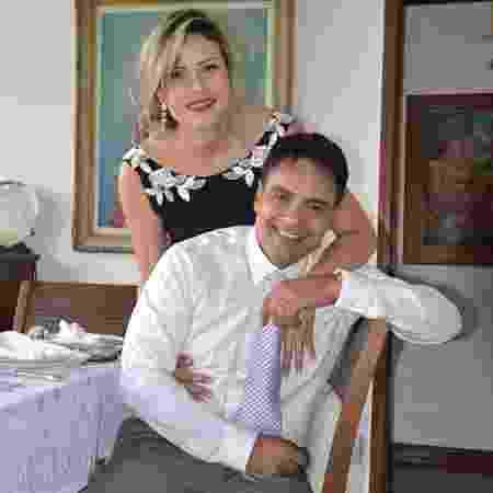 Depois da cerimônia no civil, os noivos celebraram a união com um almoço em família - Reprodução/Facebook/Juliana Lacerda - Reprodução/Facebook/Juliana Lacerda