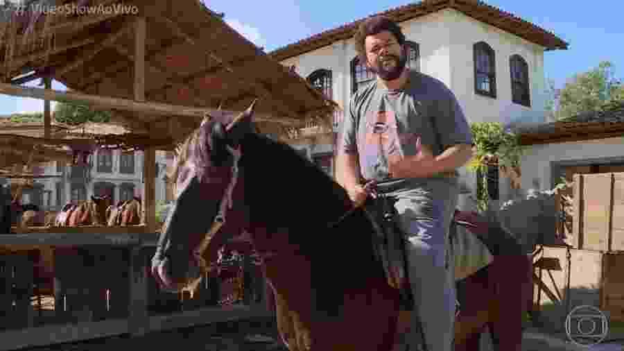 Babu Santana e Carvãozinho, seu companheiro de cena - Reprodução