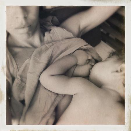 Bela Gil mostra o filho dormindo após mamar - Reprodução/Instagram