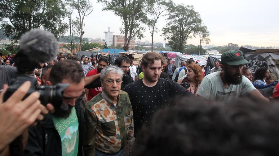 Caetano Veloso chega na ocupação Povo Sem Medo, do Movimento dos Trabalhadores Sem Teto, em São Bernardo do Campo - Werther Santana/Estadão Conteúdo