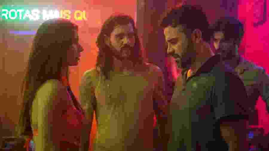 Juvenal (Anderson Di Rizzi) descobre que Desirée (Priscilla Assum) trabalha no bordel - Raquel Cunha/TV Globo