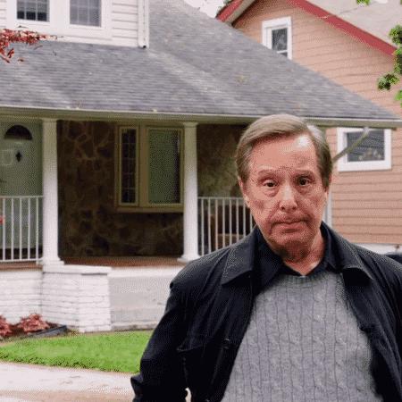 """O diretor William Friedkin em frente à casa onde uma experiência sobrenatural foi adaptada para """"O Exorcista"""" - Reprodução - Reprodução"""