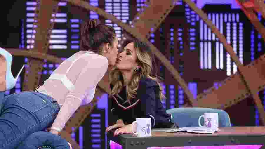 """Bruna Marquezine beija Tatá Werneck durante participação no """"Lady Night"""" - Gianne Carvalho"""