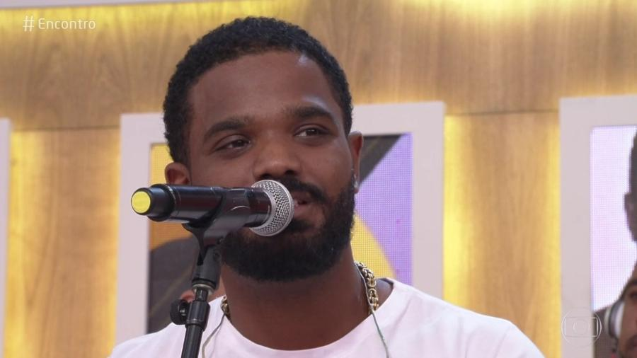 """Arlindinho, filho de Arlindo Cruz, se apresenta no """"Encontro"""" com o projeto """"Tudo de Novo"""" - Reprodução/Globo"""