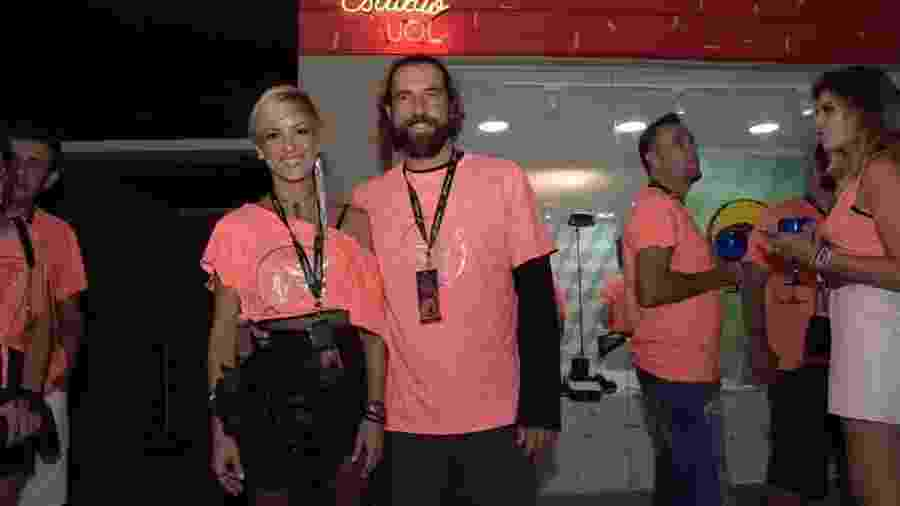 Fernanda de Freitas e o namorado, Simão Felipe, curtiram o camarote CarnaUOL N1 - Selmy Yassuda/UOL