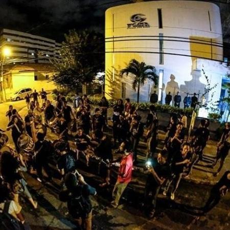 Jornalistas em greve protestam em frente à sede da TV Gazeta, afiliada da Globo em Maceió - Divulgação / Jon Lins / SindJornal