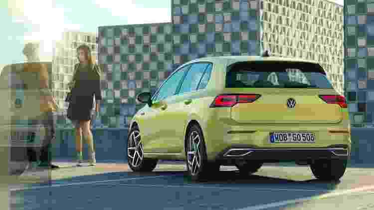 Traseira exibe novo logotipo da VW e emblema com nome do carro centralizado, como no T-Cross - Divulgação