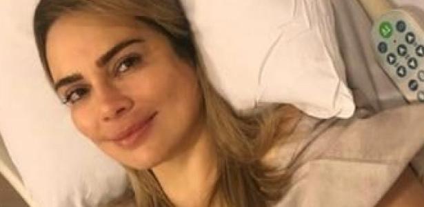 Vai retirar hastes | Rachel Sheherazade passa por 2ª cirurgia nos pés em SP