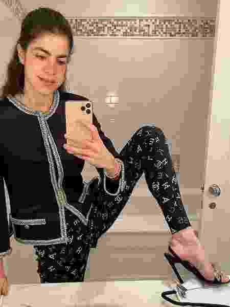 Leandra Medine, do Man Reppeler, com a legging da coleção Cruise 2020 da Chanel - Reprodução/Instagram @leandramcohen