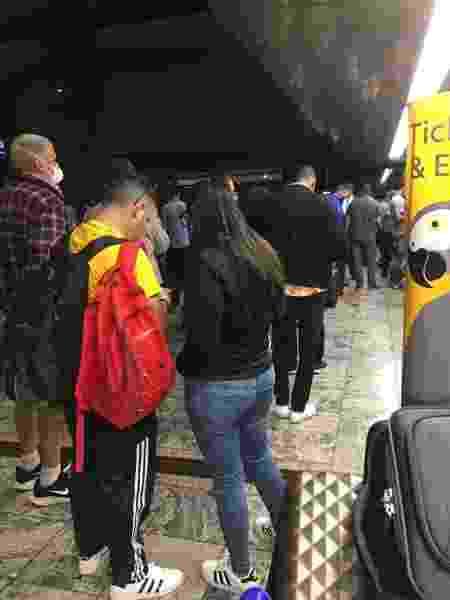 Multidão de passageiros aguarda respostas em Aeroporto de Johanesburgo - Reprodução/Whatsapp - Reprodução/Whatsapp