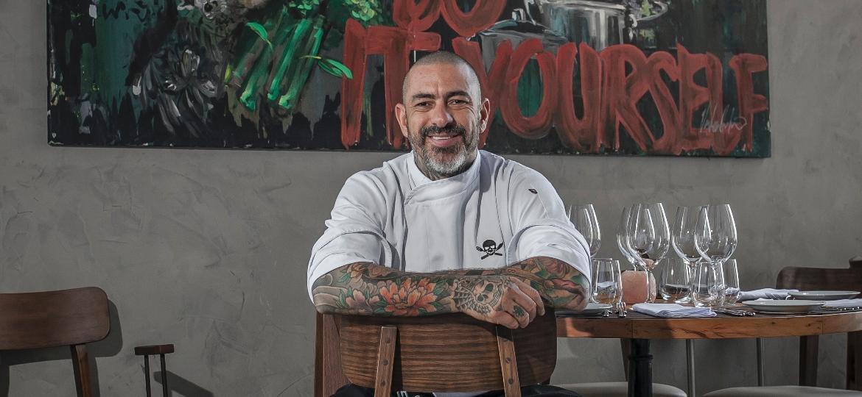 Henrique Fogaça aproveita o momento em casa para ler, cozinhar e trabalhar - Elvis Fernandes
