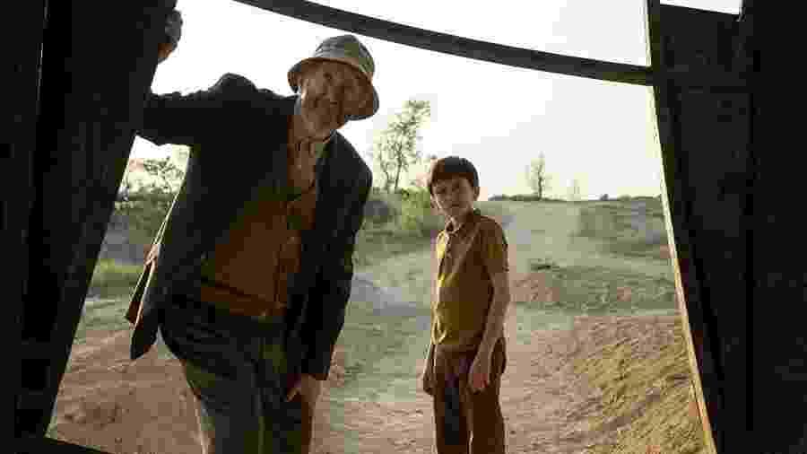"Jonathan Pryce e Jan Thijs em ""Tales From the Loop"" - Divulgação"