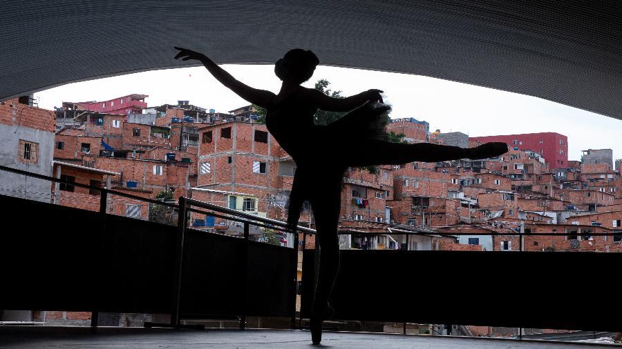 Estudante do Ballet Paraisópolis - Alexandre Schneider/Getty Images
