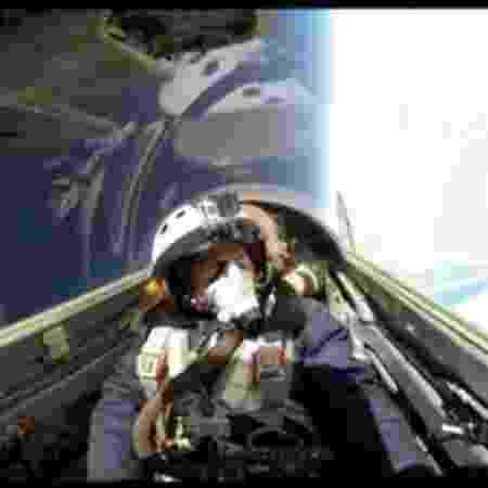 Dina Barile em sua viagem pela estratosfera - Arquivo pessoal - Arquivo pessoal