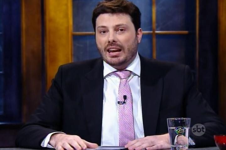"""9.jul.2015 - No """"The Noite"""", do SBT, desta quarta-feira, Danilo Gentili diz que ganha de 16 a 17 milhões de reais por mês"""