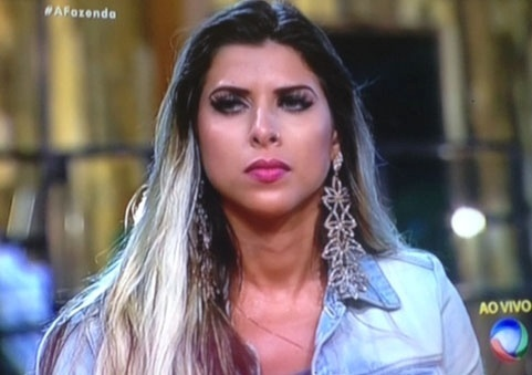 29.set.2015 - A ex-panicat Ana Paula Minerato foi pra roça indicada pelo fazendeiro da semana Marcelo Bimbi