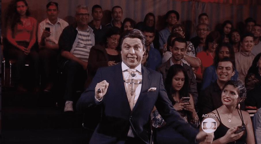 """18.out.2015 - Silvio Santos e Lombardi participam do """"Tomara Que Caia"""" - Reprodução/TV Globo"""