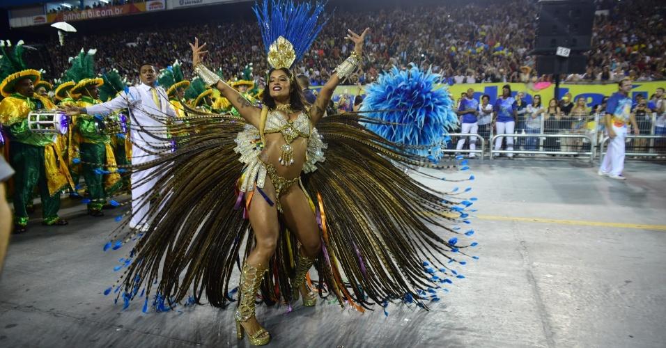 7.fev.2016 - Aline Riscado estreia no Carnaval de São Paulo na madrugada de domingo