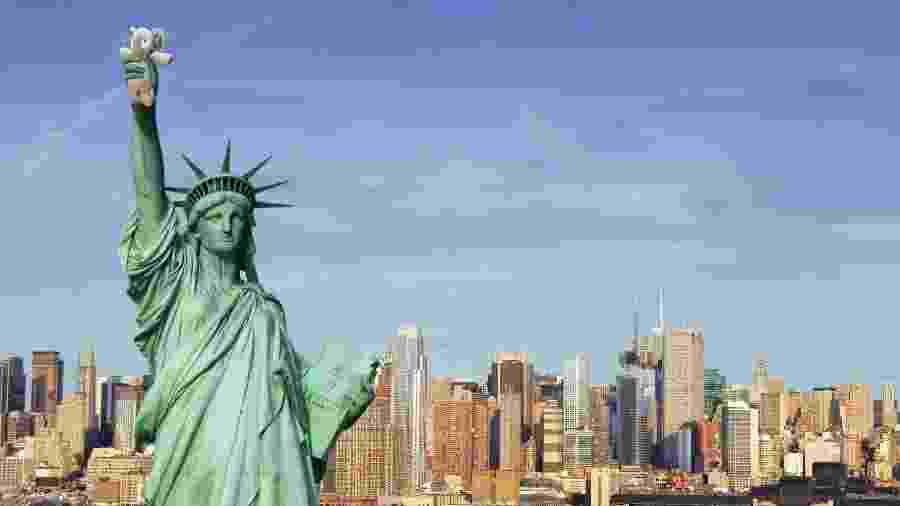 Em montagem do Photoshop, elefantinho de pelúcia aparece na Estátua da Liberdade - Reprodução/Reddit