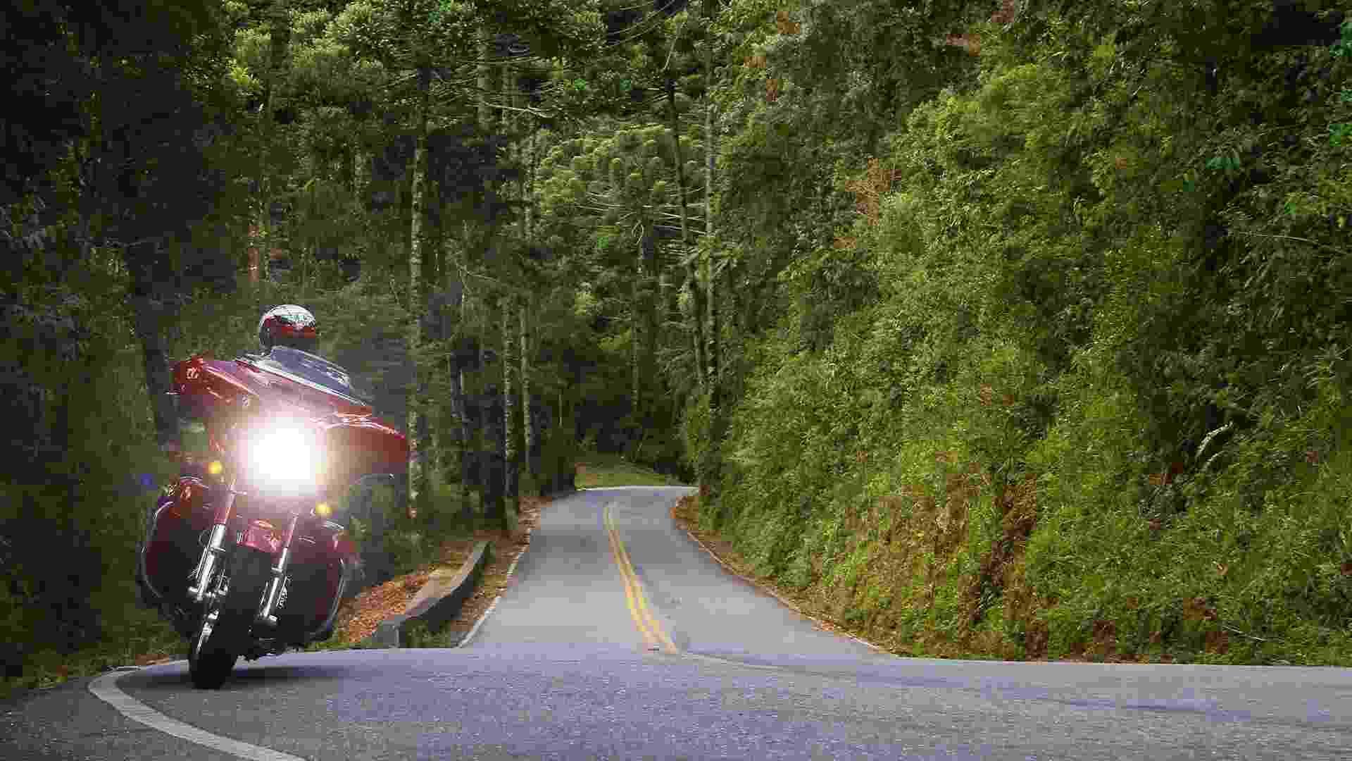Harley-Davidson Street Glide CVO na Serra da Mantiqueira - Mario Villaescusa/Infomoto