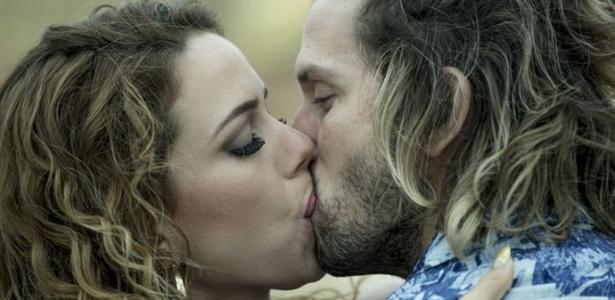 "Kellen beija Celso na frente de Kellen - Reprodução/""Justiça""/GShow"