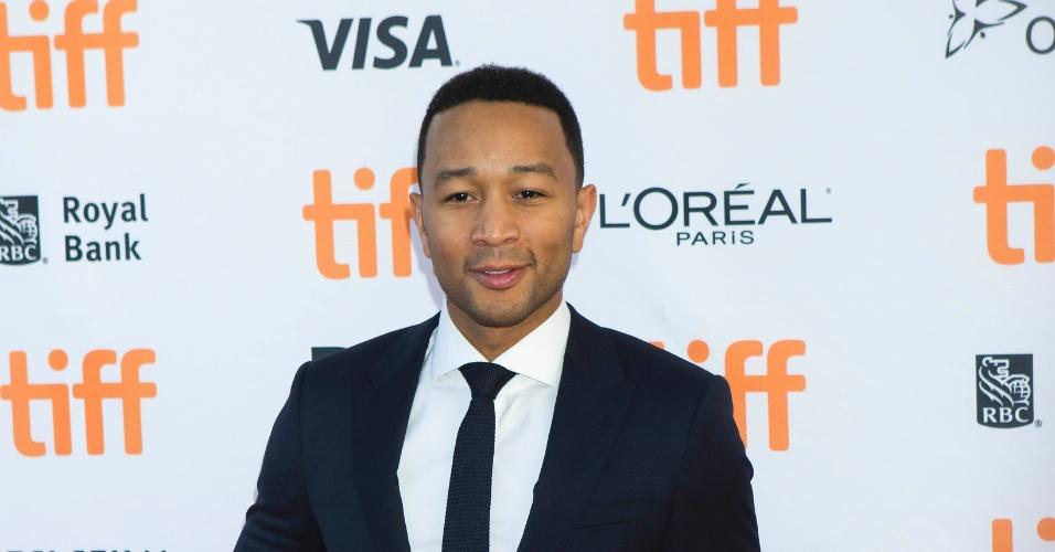 """13.set.2016 - O cantor John Legend vai à pré-estreia do filme """"La La Land"""", no Festival de Toronto"""