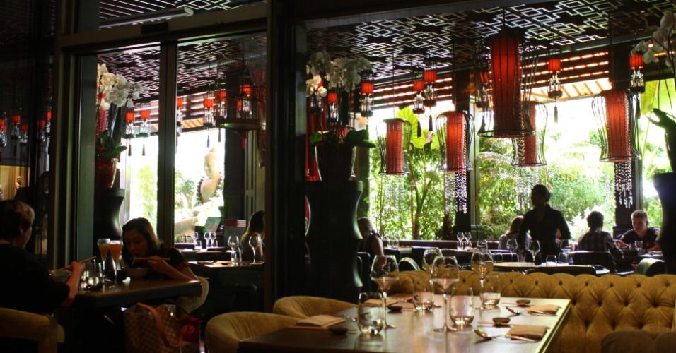 Ambiente do Maya Bay, restaurante onde moradores locais costumam frequentar para almoço
