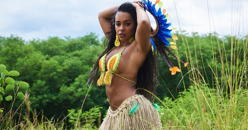 """Desde que assumiu o posto de Rainha de Bateria, Raíssa já conquistou sete títulos do Carnaval do Rio. """"Tenho sorte"""", brinca"""