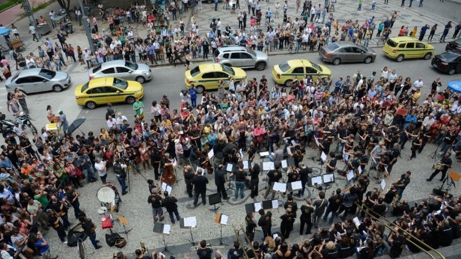 Orquestra sinfônica faz apresentação de protesto em frente ao Theatro Municipal - Tomaz Silva/Agência Brasil