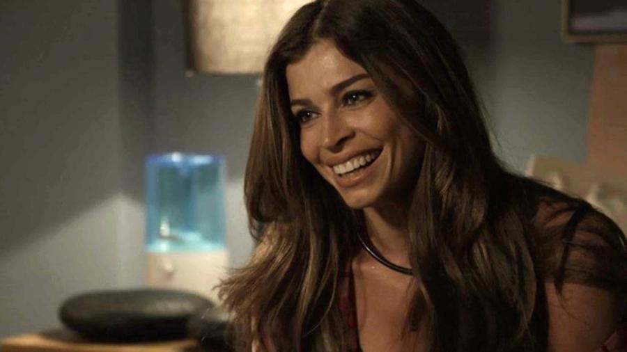 """Em """"O Outro Lado do Paraíso"""", Livia acredita estar grávida e conta para Clara - Reprodução/Gshow"""
