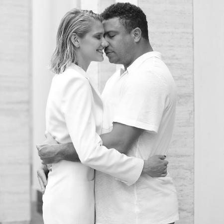 Celina Locks comemora três anos de namoro com Ronaldo - Reprodução/Instagram/celinalocks