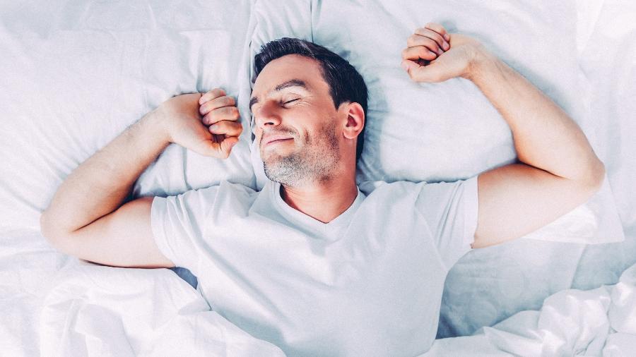 Acordar se sentindo revigorado é um dos sinais de que seu sono é de qualidade - iStock