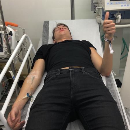 Integrante da equipe de Zara Larsson é atendido após show no Lolla - Reprodução/Instagram