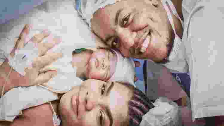 Flora Cruz, o marido Alexandre Nascimento e o filho Ridan, que nasceu na Perinatal da Barra da Tijuca, zona oeste do Rio - Jaqueline Borges/Divulgação