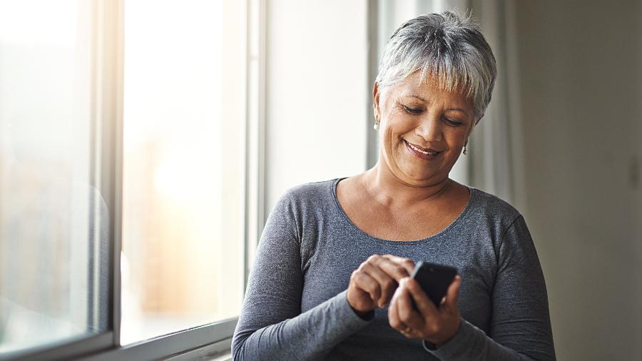 Estar no Tinder pode ajudar a se distrair enquanto um relacionamento sério não aparece - iStock