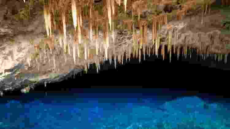 Gruta do Lago Azul: uma caminhada de 300 metros leva famoso lago de águas turquesa  - iStock - iStock