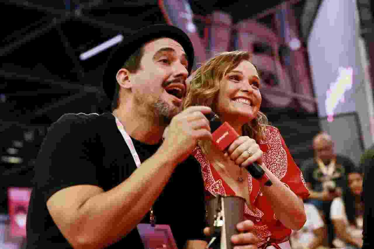André Marques (Mocotó) e Fernanda Rodrigues (Luiza), que atuaram em Malhação, participam de auditório na CCXP - Iwi Onodera/UOL