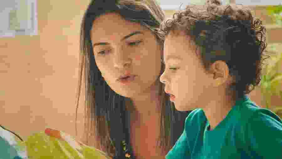 Leitura em família: livros ajudam mães - Giselleflissak/Getty Images/iStockphoto