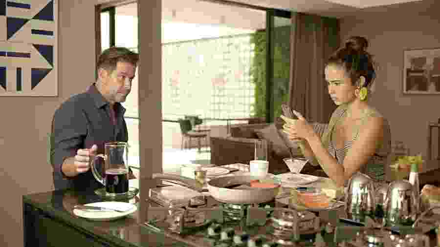 Érica (Nanda Costa) e Raul (Murilo Benício) em cena de Amor de Mãe. - REPRODUÇÃO/REDE GLOBO