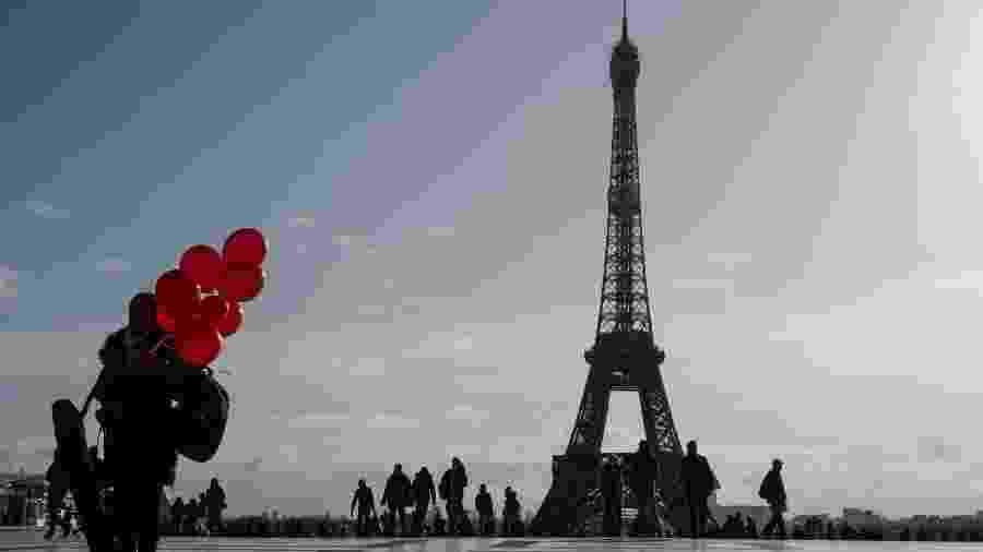 Praça Trocadero e a Torre Eiffel, em Paris (França) - AFP