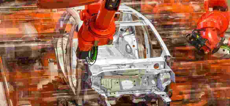 Robôs agilizam processos e podem garantir distanciamento social adequado nas fábricas - Divulgação
