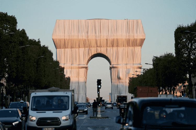 O Arco do Triunfo, tradicional ponto turístico francês, já totalmente embrulhado em instalação do artista Christo (2) - Reprodução/Christo and Jeanne-Claude Foundation - Reprodução/Christo and Jeanne-Claude Foundation