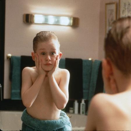 """Macaulay Culkin em cena do filme """"Esqueceram de Mim 1"""", de 1990 - Divulgação"""