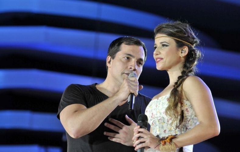 Daniel Boaventura canta ao lado de Paula Fernandes (28/01/12)