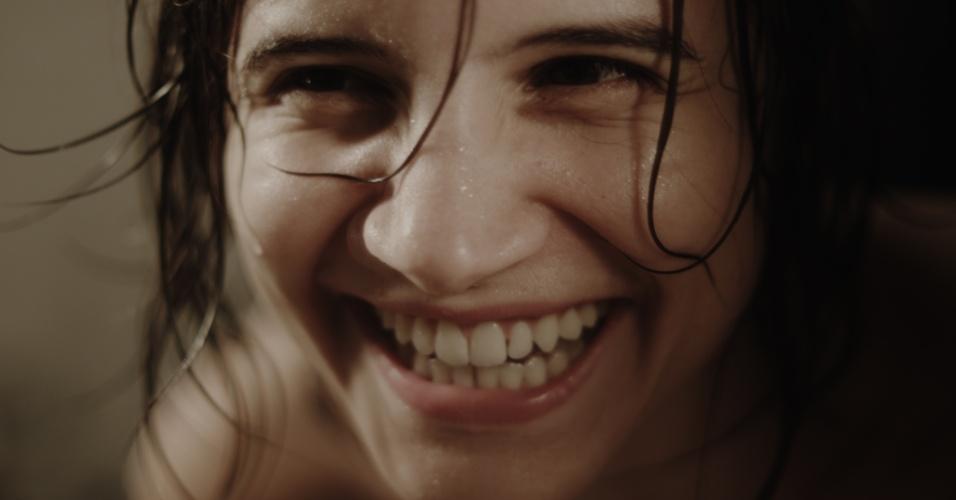 """24.mai.2013 - A atriz Bianca Comparato interpreta Ana em cena de """"A Menina sem Qualidades"""", série da MTV Brasil"""