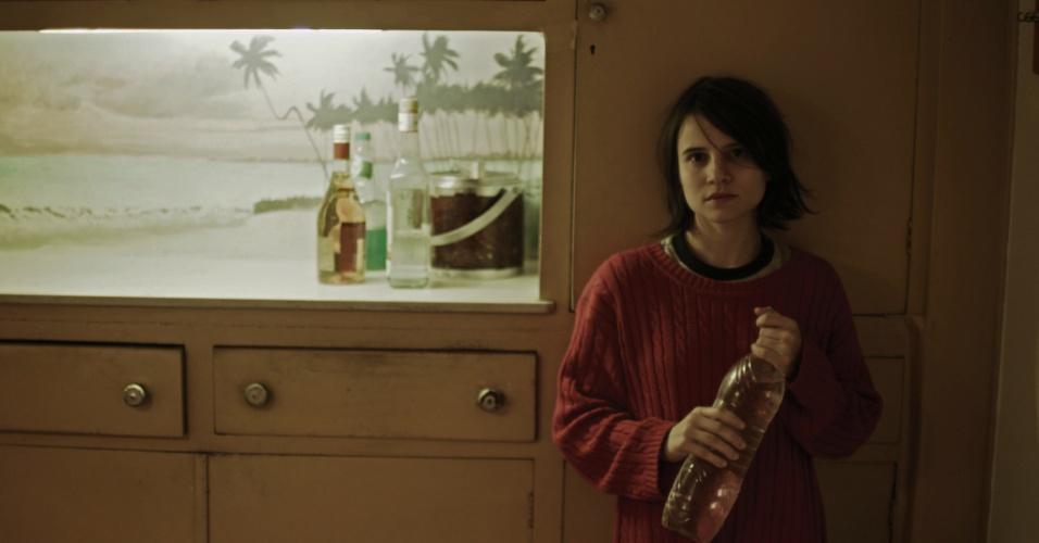 """24.mai.2013 - Bianca Comparato interpreta a cruel Ana em """"A Menina sem Qualidades"""", série da MTV Brasil"""
