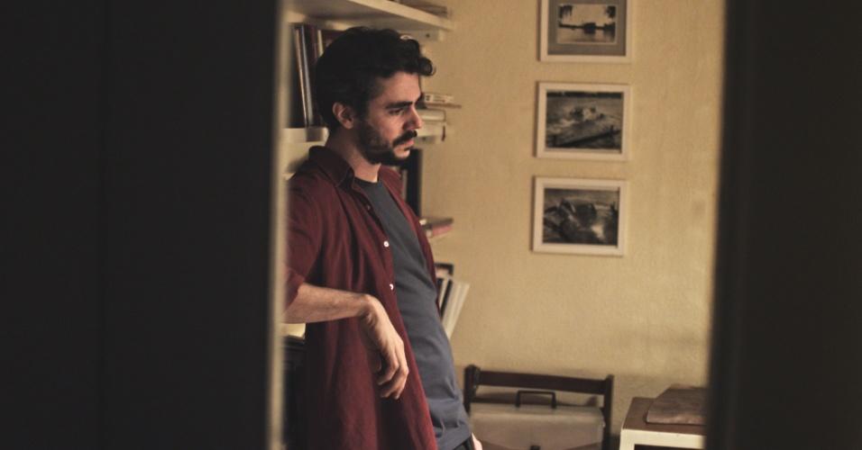 """24.mai.2013 - O ator argentino Javier Drolas em cena de """"A Menina sem Qualidades"""", série da MTV Brasil"""