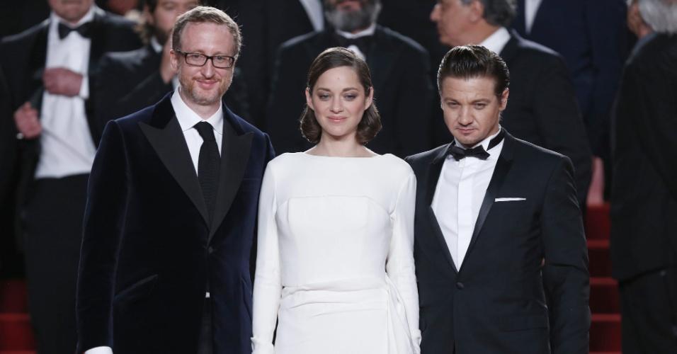 24.mai.2013 - O diretor americano James Gray, a atriz francesa Marion Cotillard e o ator americano Jeremy Renner, do filme