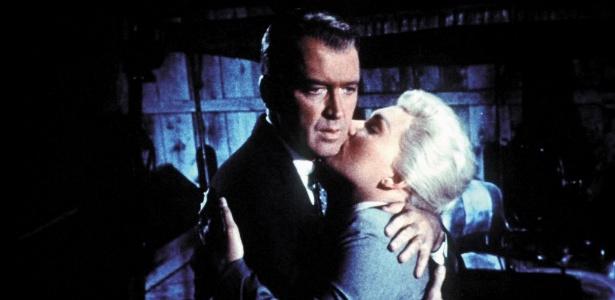"""James Stewart e Kim Novak em cena do filme """"Um Corpo que Cai"""" (""""Vertigo"""", 1958), direção de Alfred Hitchcock - Divulgação"""